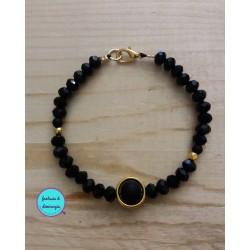 βραχιόλι με μαύρα κρυσταλλάκια και χρυσά μεταλλικά στοιχεία (κωδ:0153)