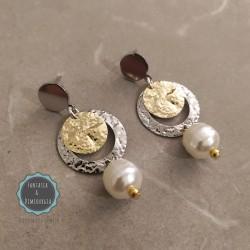 Δίχρωμα μεταλλικά σκουλαρίκια με πέρλα (κωδ:0270)